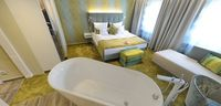 Comfort Plus Room Bed Bath tub Golfhotel Vesper